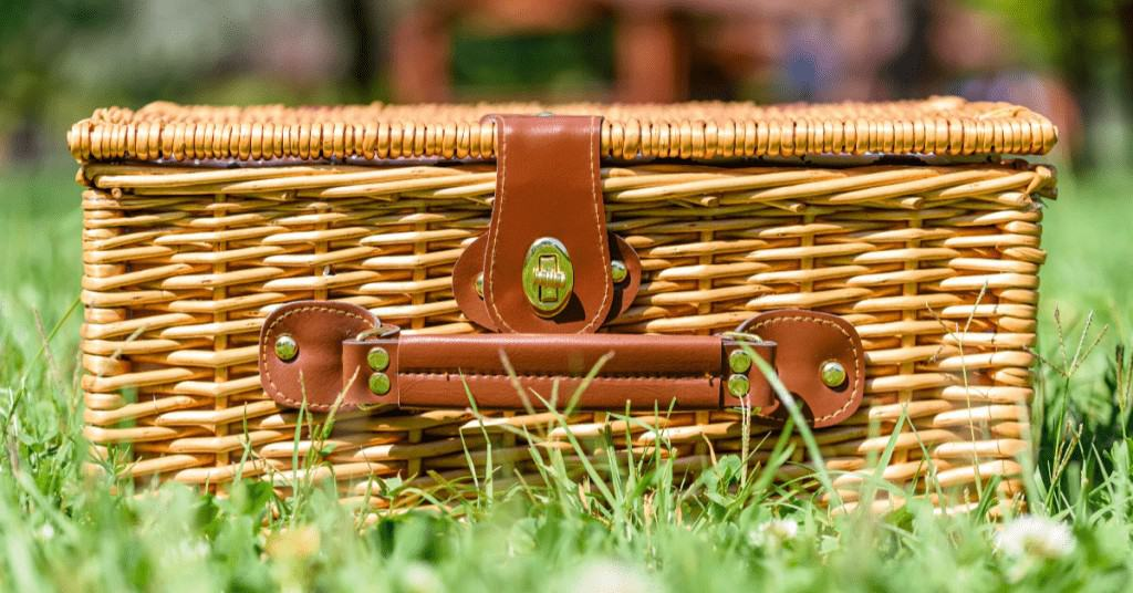 Best-Christmas-Hamper-in-Grass