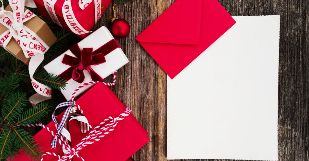 Christmas-Cards-Gifts-Red-Bows