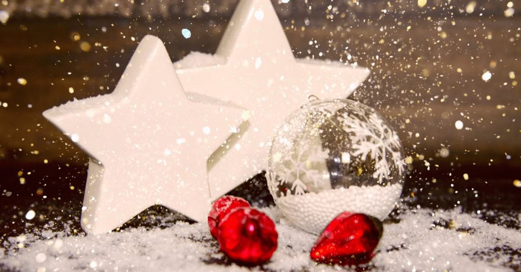Christmas-Day-2020-Snow-Star-Red-Bauble-Christmas-Tree-Baubles