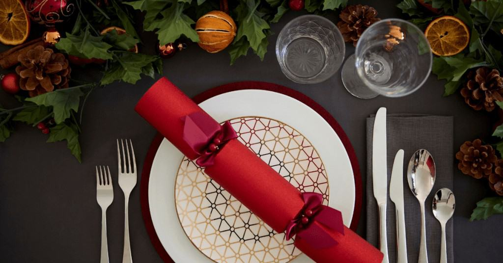 History-of-Christmas-Crackers-Dinner-Table-Decor