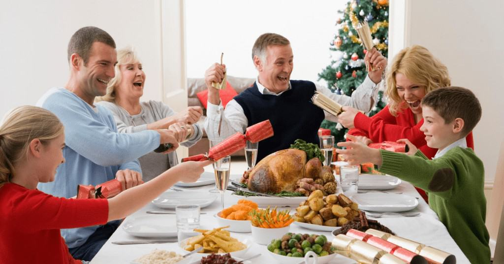 History-of-Christmas-Crackers-Table-Family-Pulling-Crackers