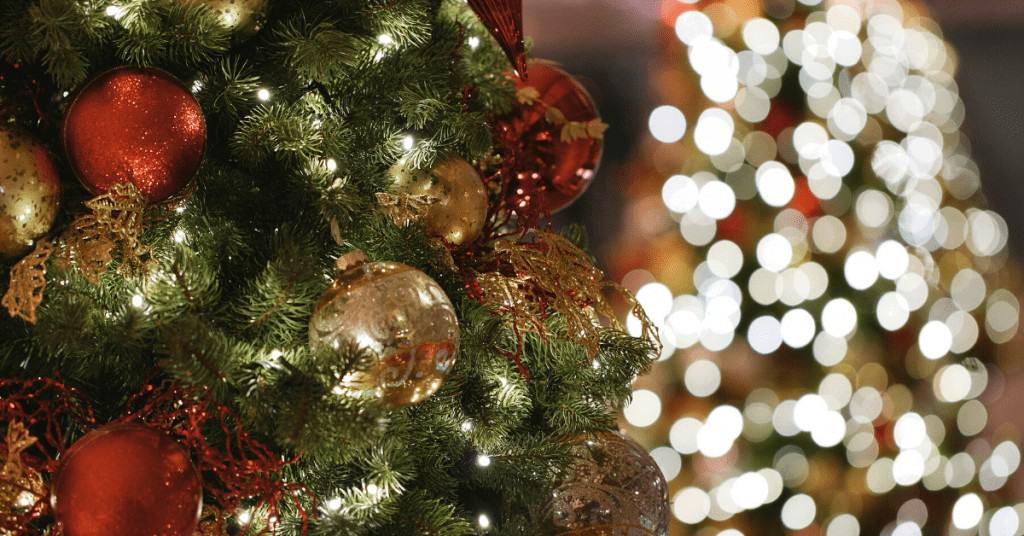 History-of-Christmas-Trees-Lights-Baubles