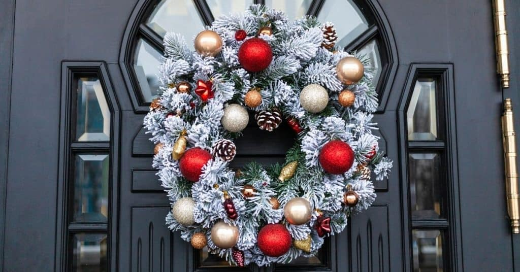 Modern Christmas Wreath - Open for Christmas